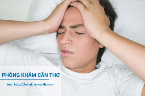 khi bị sốt cao cần phải đi khám lại để điều trị kịp thời